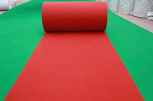 常规条纹大红地毯